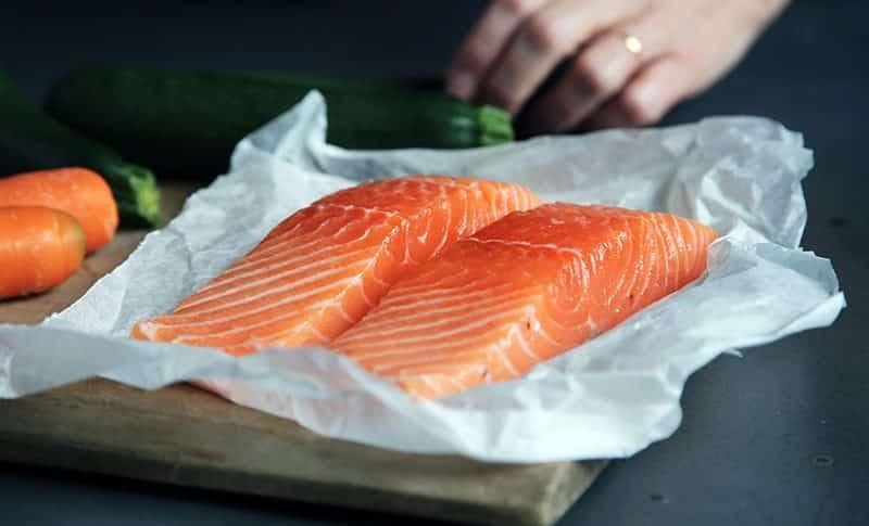 receta salmon en tablas de cedro con glaseado de jengible de soja